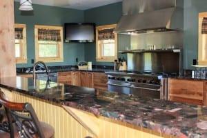 fern_lake_lodge_kitchen-300x200